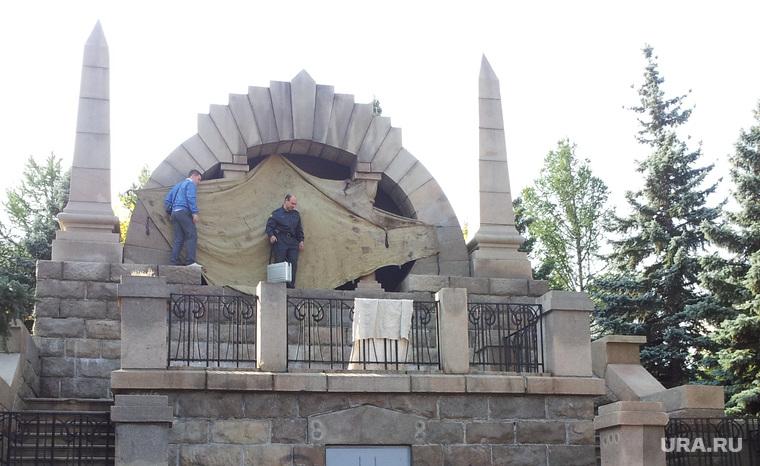 Вандалы пять раскрасили памятник Ленину на Алом поле, памятник ленину, полиция, вандализм, Алое поле