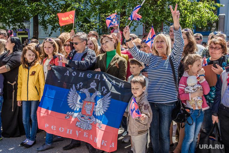 Парад победы в Севастополе, митинг, толпа, донбасс, донецкая республика, днр, флаг
