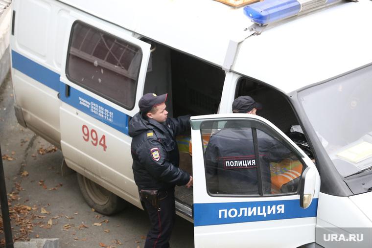 Ленинский суд. Ожидание обвиняемых полицейских. Екатеринбург