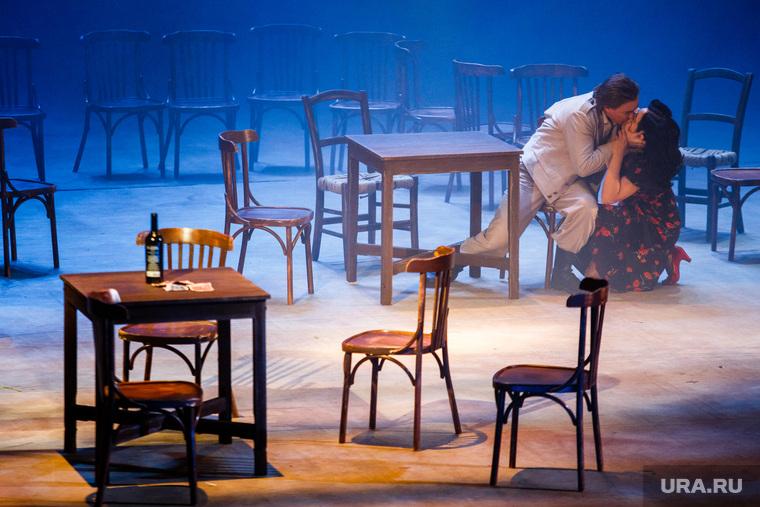 Репетиция оперы «Кармен». Екатеринбург, поцелуй