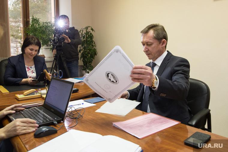 Попов, подача док-ов. Сургут