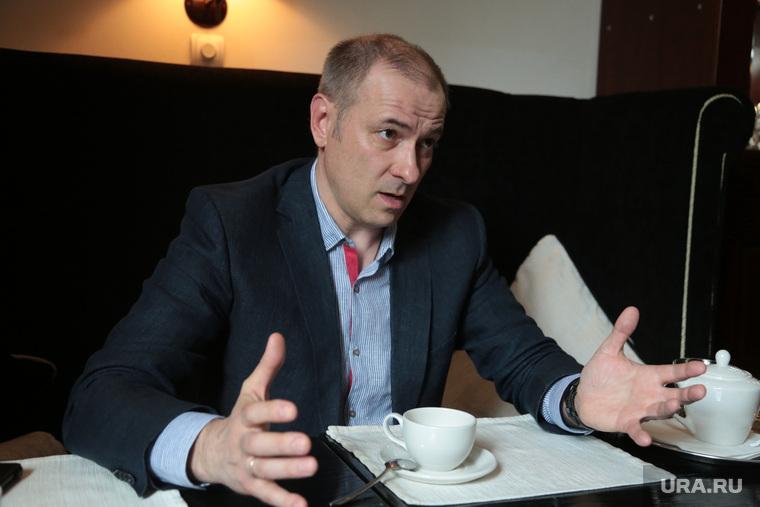 Предприниматель Константин Окунев во время интервью. Пермь, Окунев Константин