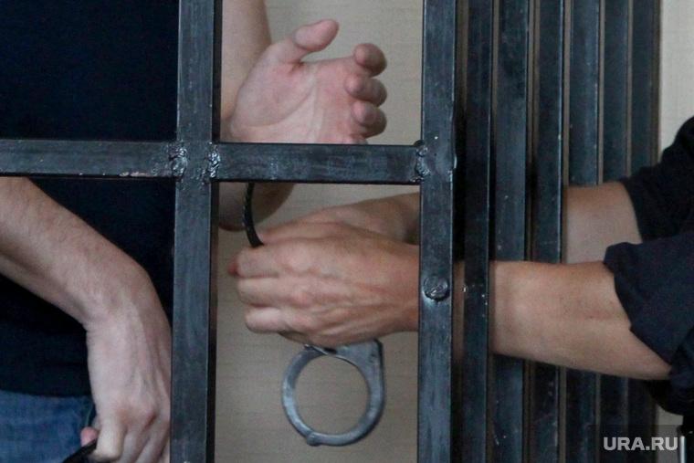 Судебное Алешкин ШевелевКурган, наручники, решетка, заключенный