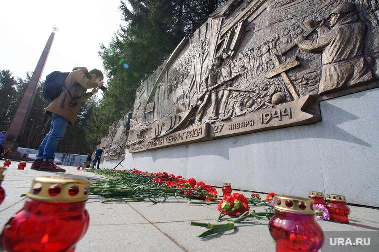 Митинг памяти пострадавших в терактах в метро Санкт-Петербурга. Екатеринбург, широкореченский мемориал