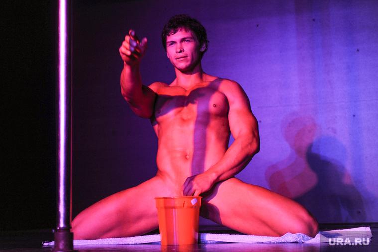 фотогалерей откровенного мужского стриптиза обмяк
