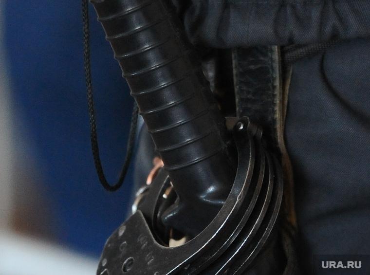 Полицейские дубинками и электрошокером заставляли задержанного сознаться в кражах. ВИДЕО