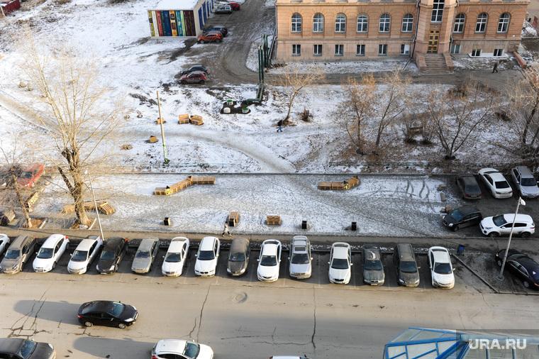 Скамейки на парковке. Челябинский урбанист. Челябинск, инсталляция, скамейки на парковке