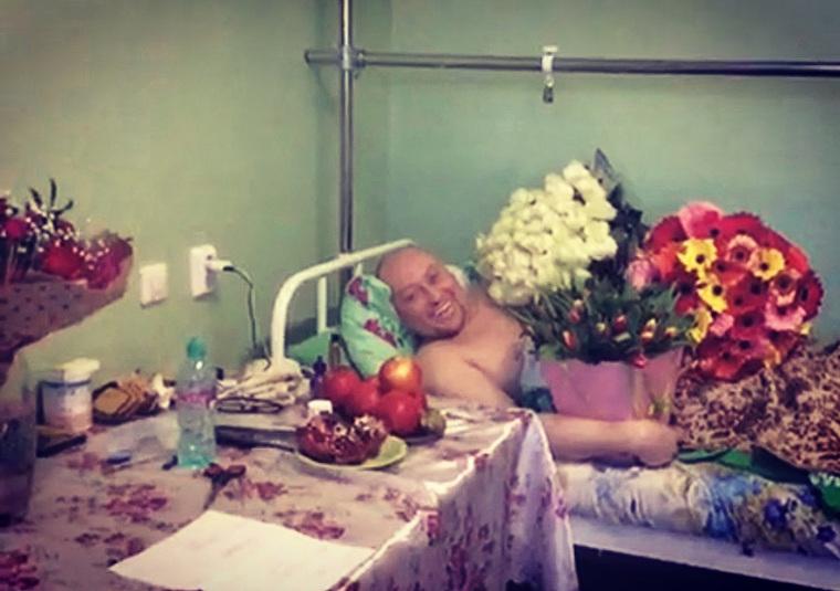 Певец Шура исполнил новый хит с бабушками из курганской клиники. ВИДЕО