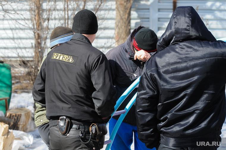 Противостояние жителей дома на Каслинской 17, защищающих детскую площадку, и застройщика. Челябинск, охрана, чоп витязь