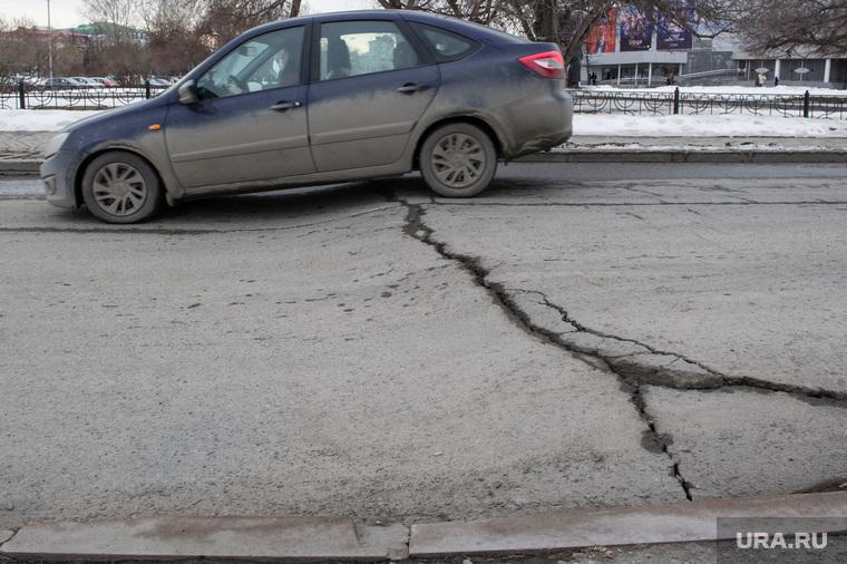 Состояние дорог Екатеринбурга, яма, колдобины, плохая дорога, асфальт поврежден, дорога провалилась, перекресток царская дзержинского