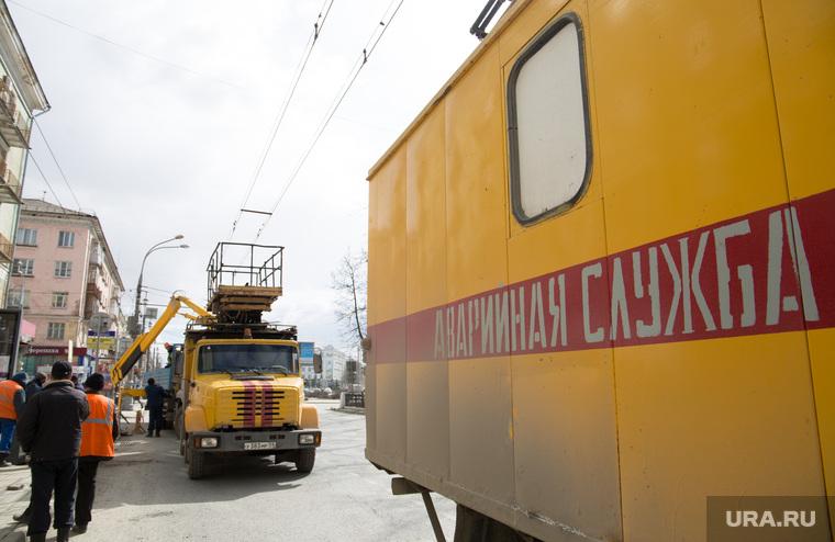 Авария. На перекрестке ул.Полины Осипенко и Комсомольского проспекта упал уличный фонарь. Пермь, аварийная служба