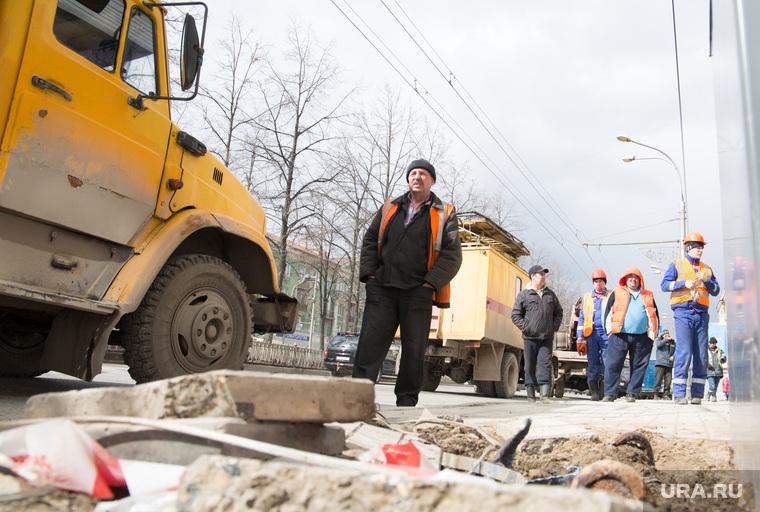 Авария. На перекрестке ул.Полины Осипенко и Комсомольского проспекта упал уличный фонарь. Пермь, авария