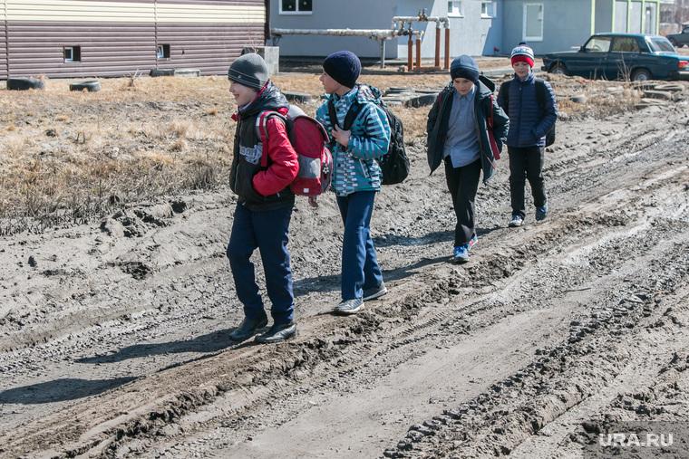Рейд инспекции ОНФ по городским дорогам. Курган, школьники, бездорожье, дети, грунтовая дорога, грязь, убитая дорога