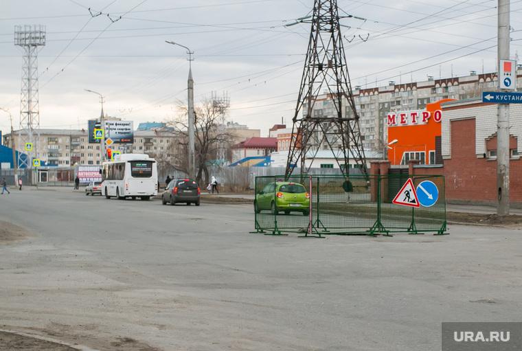 Провал дороги на перекрестке улиц Куйбышева - Блюхера. Курган, улица куйбышева, провал на дороге