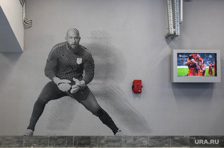 Вокруг первого матча на стадионе «Екатеринбург Арена», граффити, футболист, рисунки на стенах