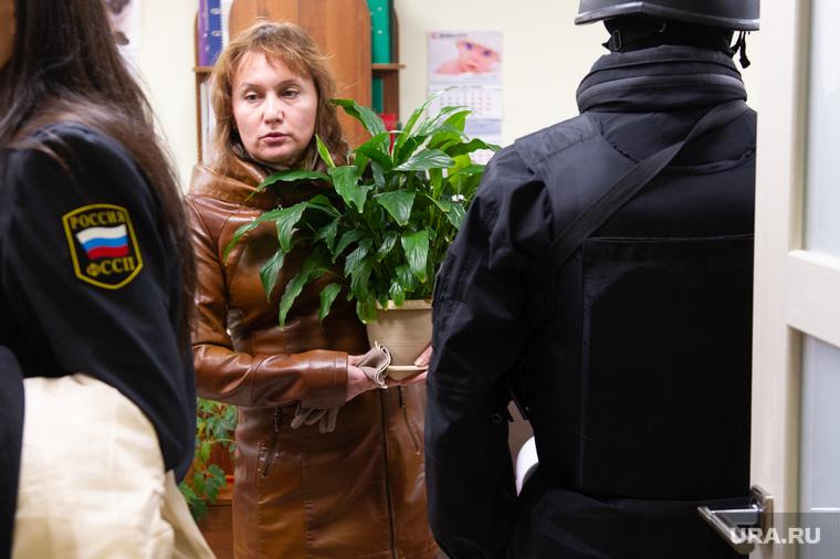 """Судебные приставы опечатывают БЦ """"Guru"""". Екатеринбург"""