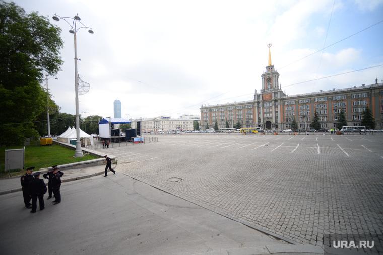 Площадь 1905 года перед митингом. Екатеринбург, администрация екатеринбурга, екатеринбург, площадь 1905 года