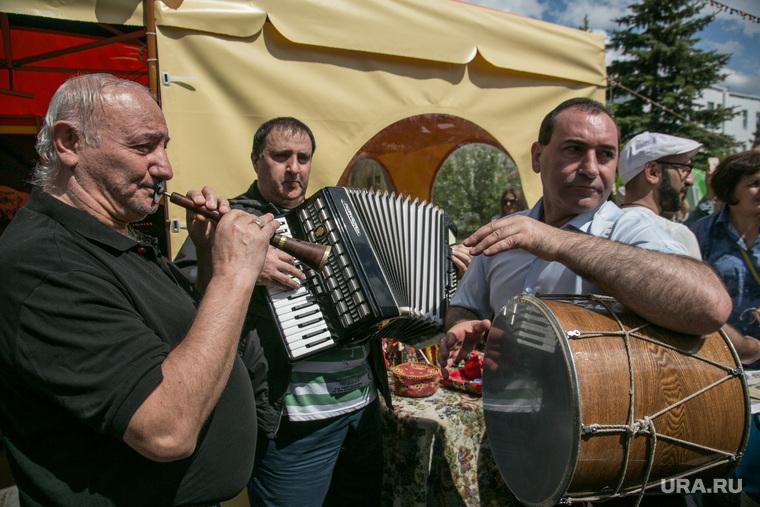 Празднование Дня России. Тюмень, музыкальные инструменты