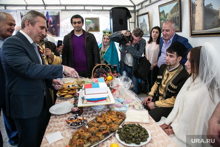 Празднование Дня России. Тюмень, моор александр, свадебный обычай