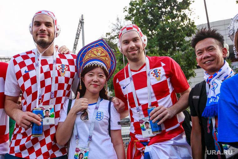 """Стадион """"Лужники"""" перед матчем полуфинала Чемпионата Мира FIFA 2018 Англия-Хорватия. Москва, кокошник, хорватские болельщики"""