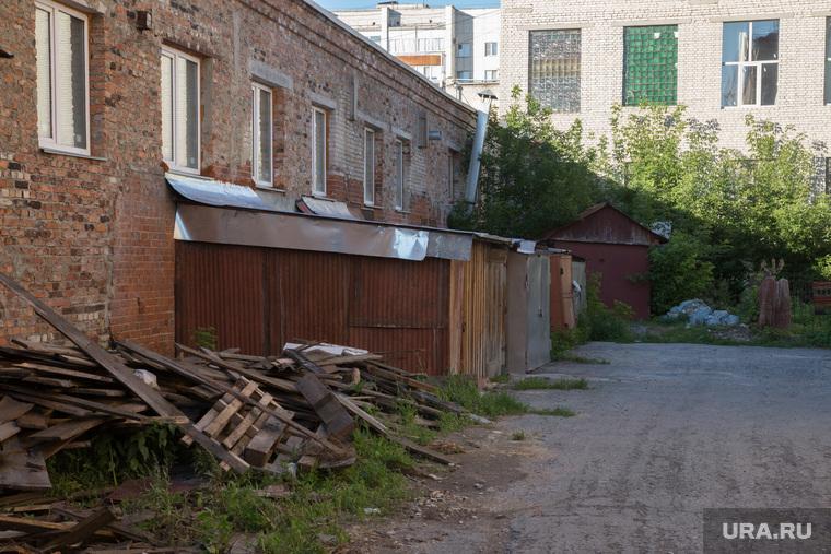 Пристройки к заводу Дормаш. Курган, доски, сараи