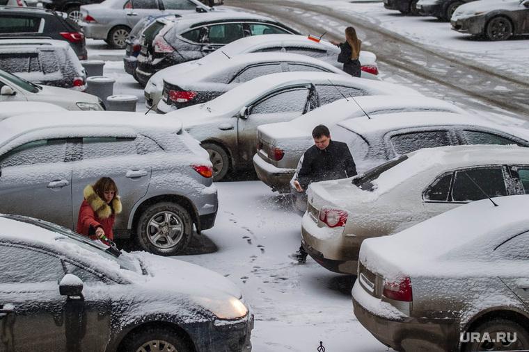 Снегопад. Тюмень, снегопад, парковки, машины в снегу