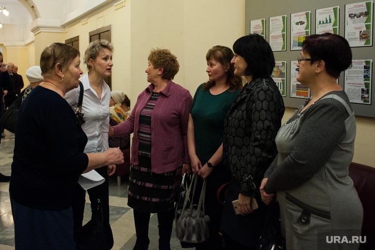 Активисты, которые против отмены 024 автобусного маршрута в Администрации города Екатеринбурга