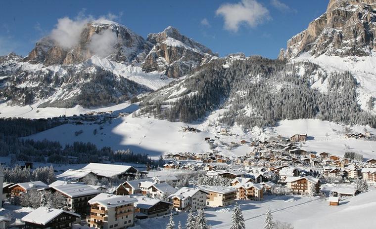 На горнолыжном курорте в Италии с балкона выпал российский турист