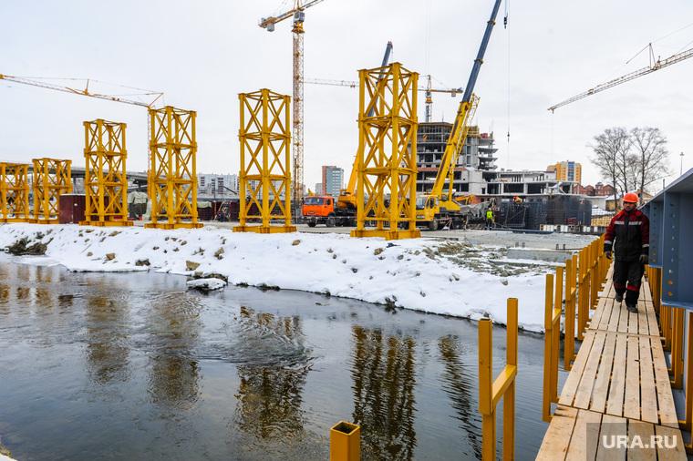 Строительство Общественно-делового центра «Конгресс-холл». Челябинск, река миасс , стройка, конгресс-холл
