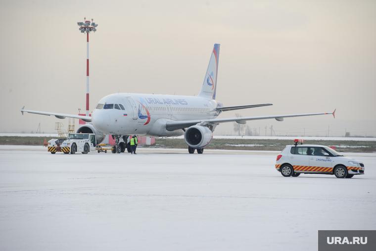 В Тюмени из-за пассажира экстренно сел самолет, летевший в Нижневартовск