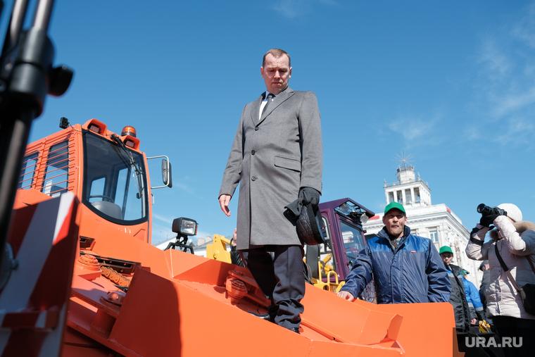 Презентация новой дорожной техники на площади им. Ленина. Курган