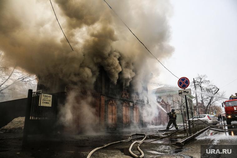 Пожар в историческом здании по ул. Дзержинского 34. Тюмень