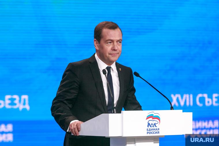 Медведев предложил селянам покупать дома в ипотеку