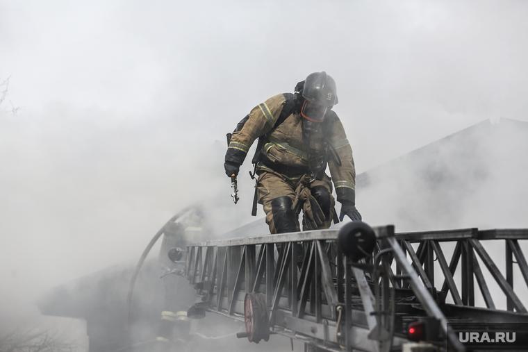 В Челябинской области горит крупное предприятие. ФОТО, ВИДЕО
