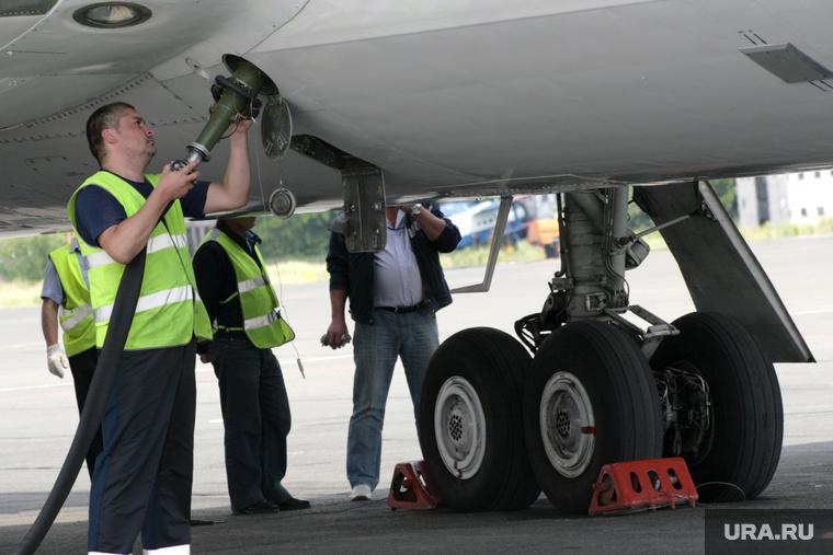 Самолет с сотней пассажиров два часа кружил над Новым Уренгоем из-за неисправности