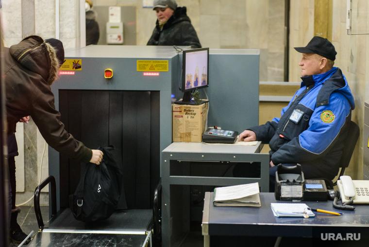 Рюкзак с ноутбуком украли у свердловчанина во время досмотра в метро Екатеринбурга