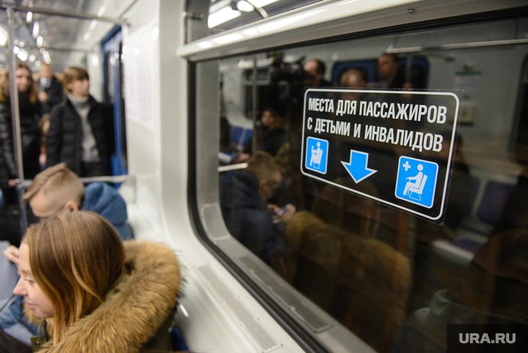 Тысячи человек застряли в московском метро из-за технического сбоя. ФОТО