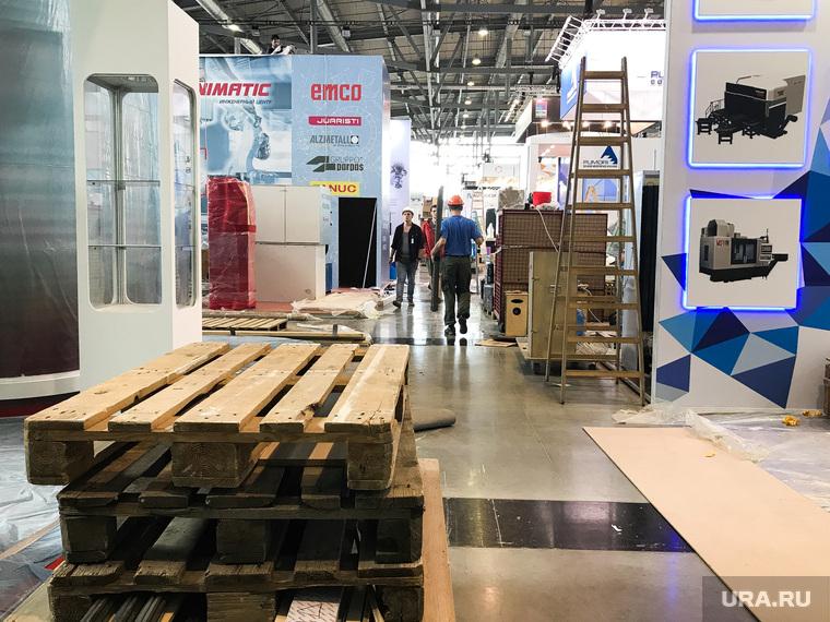 Подготовка стендов к международной промышленной выставке Иннопром-2019. Екатеринбург