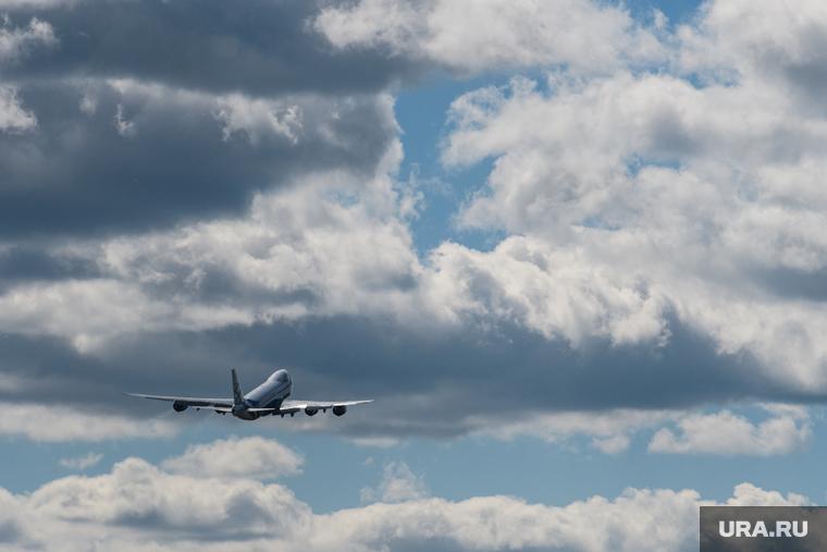 Вылетевший из Москвы Boeing загорелся в воздухе