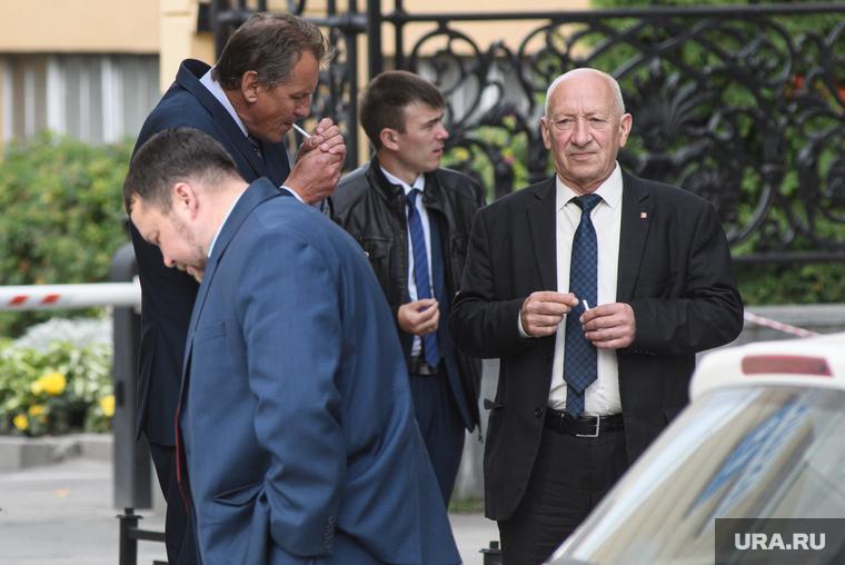 Победители в выборах 8 сентября у резиденции губернатора СО. Екатеринбург