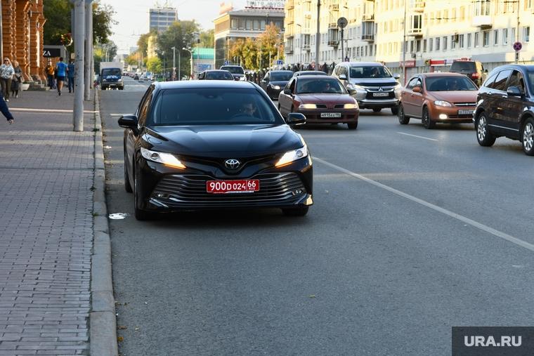Дипмашина на полосе общественного транспорта. Екатеринбург