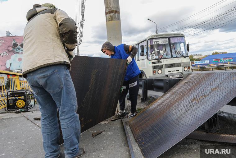 Временный ремонт тротуарной зоны на Некрасовском мосту. Курган