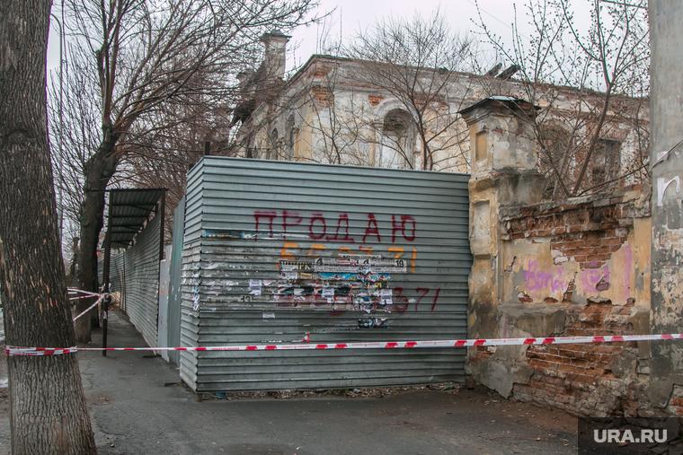 Рухнувшее нежилое здание (памятник архитектуры) по улице Советская 131. Курган