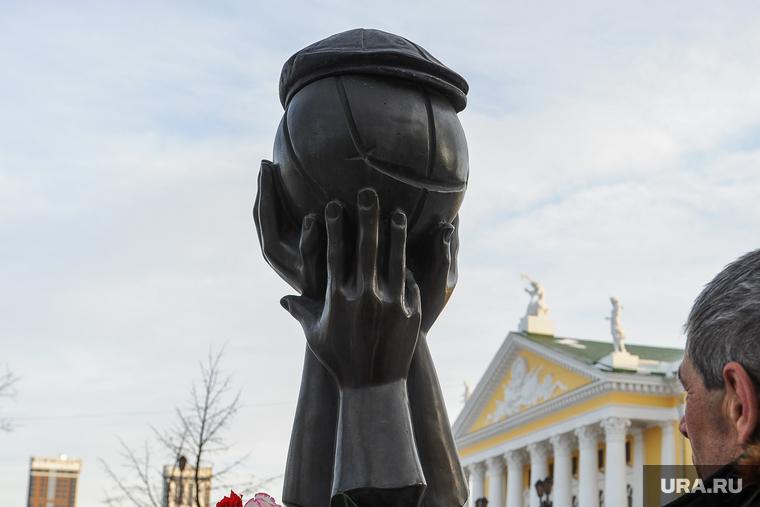 Траур по Лужкову. Челябинск