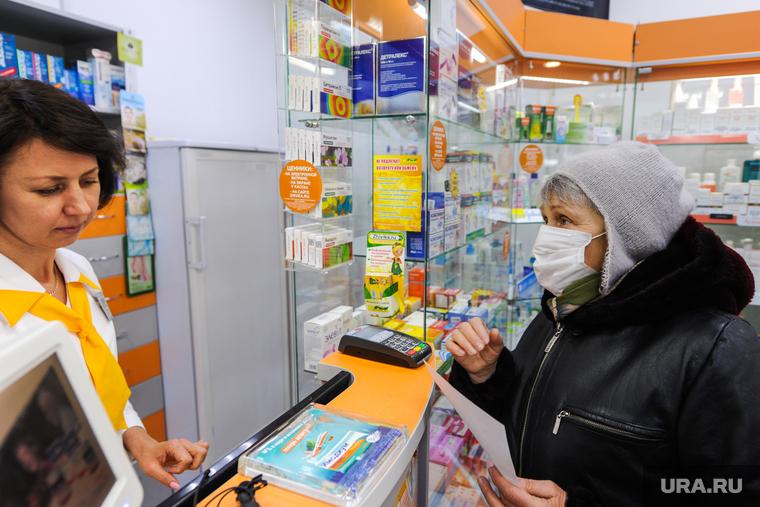 Продажа противовирусных препаратов и медицинских масок в аптеке. Челябинск