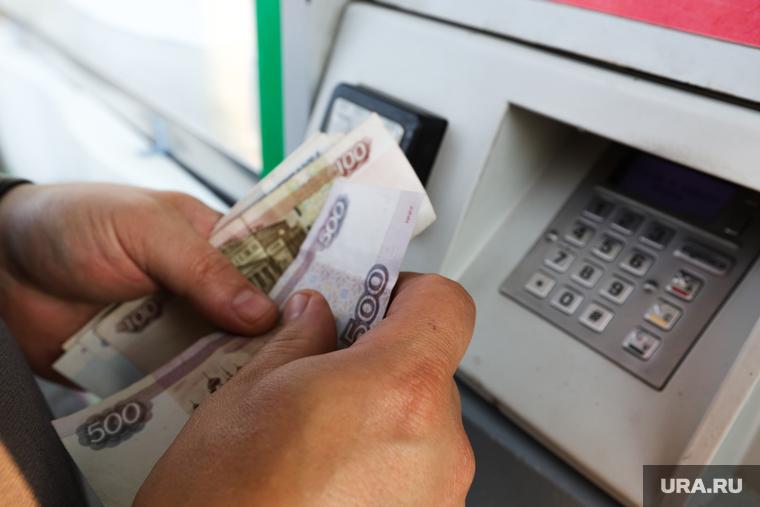 Юристы назвали три риска для россиян, которые хранят пенсию на банковской карте