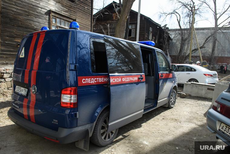 Работа следователей в сгоревшем доме на улице Омская. Екатеринбург