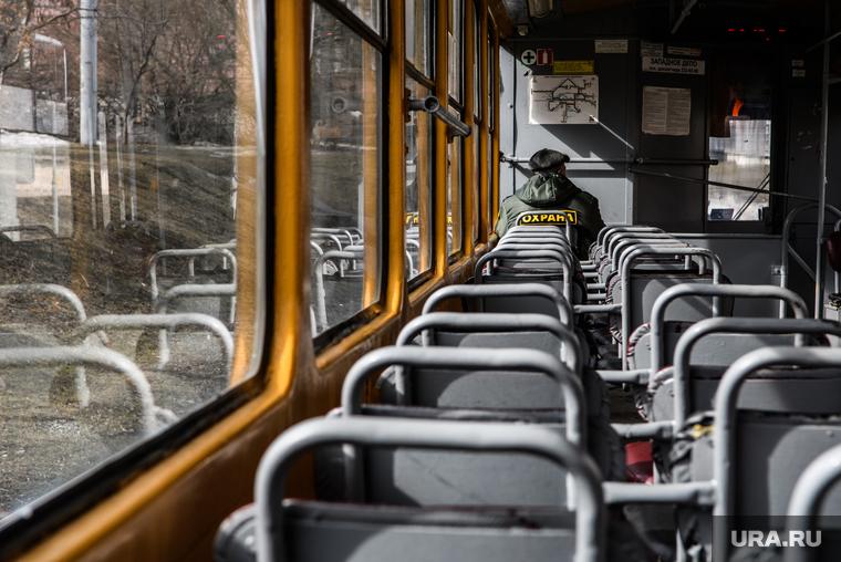 В автобусах и трамваях Екатеринбурга нашли инфекцию