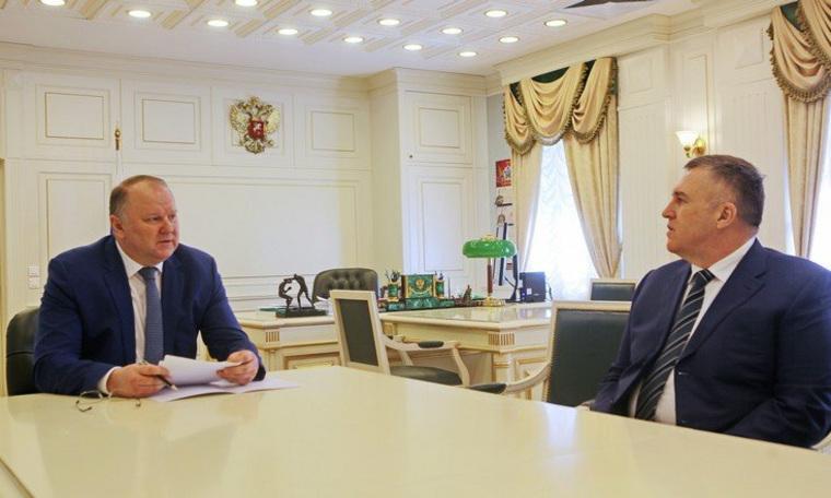 Новый замгенпрокурора в УрФО Ткачев провел первую встречу в Екатеринбурге. URA.RU знает тему беседы