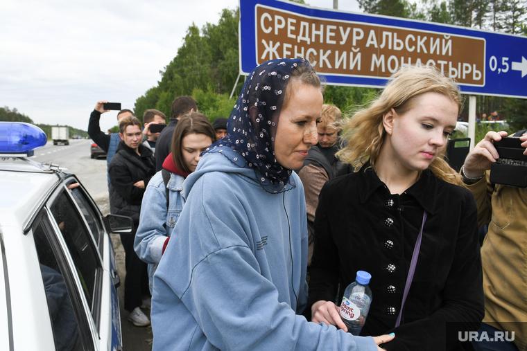 У Собчак что-то с лицом. Но это явно не от нападения царебожников. Фото: Владимир Жабриков © URA.RU